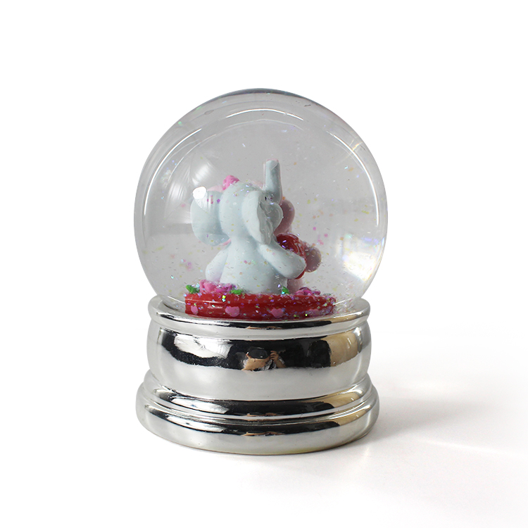 Resin snow globe custom couple snow globe for love snow ball