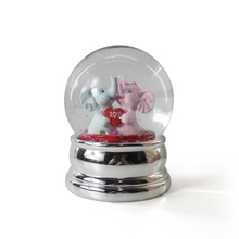 Resin snow globe custom couple snow globe for love snow ball