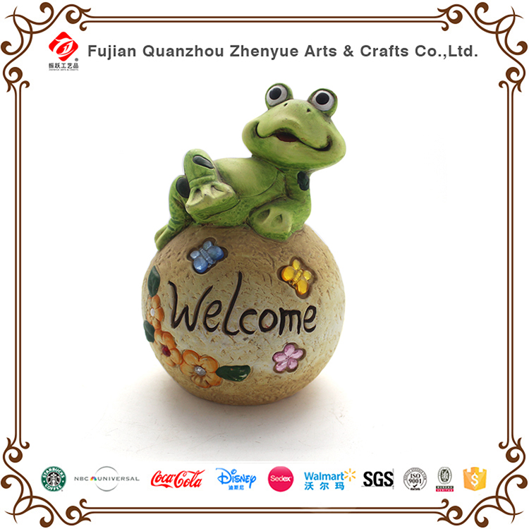 Resin custom outdoor decoration handmade welcome frog statue for Park Playground