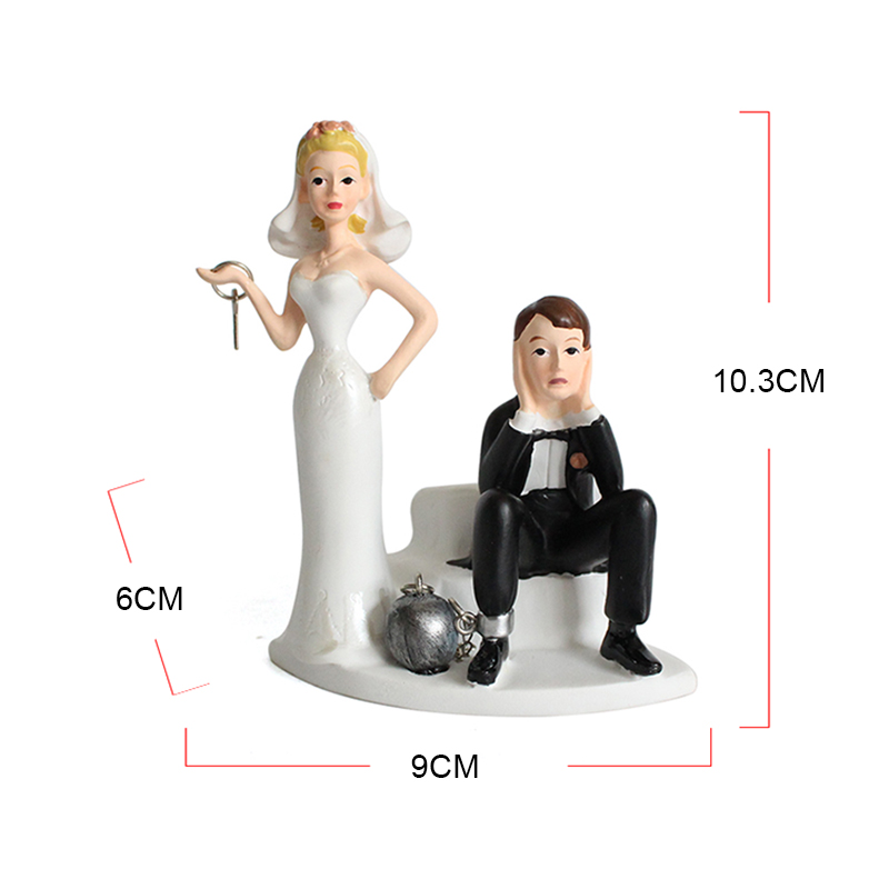 Wholesale custom creative wedding decor funny resin couple statue for gifts